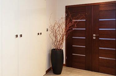 Входные двери: выбор элегантной стражи дома