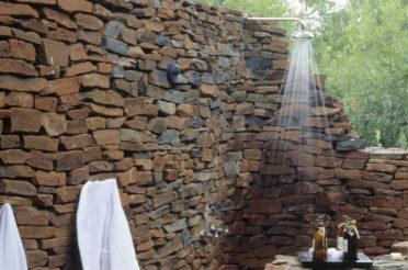 Как обустроить летний душ: советы и оригинальные идеи