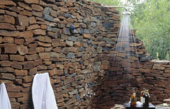 000 dush smoll 543x350 - Как обустроить летний душ: советы и оригинальные идеи