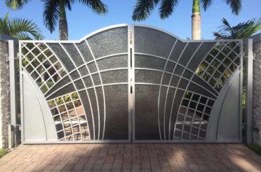 Заборы и ворота для дома: красивый и надежный дизайн конструкции