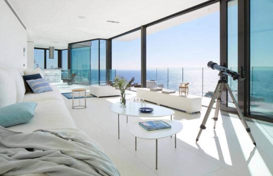 01 interier i more 543x350 - Интерьер с видом на море: решения в идеальной локации