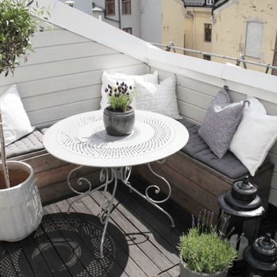 Уютный и комфортный балкон на мансарде, словно «у бабушки на даче». Так отдыхает душа!