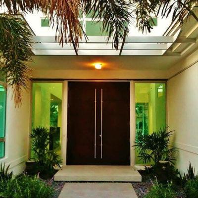Входные двери: выбор элегантной стражи дома - фото 7