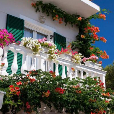 Сказочный балкон в цветах