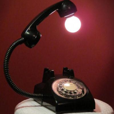 Дизайнерский светильник в виде телефона