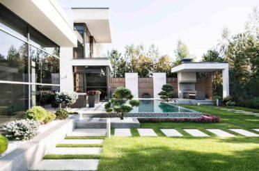 Дизайн дорожек во дворе дома на любой вкус