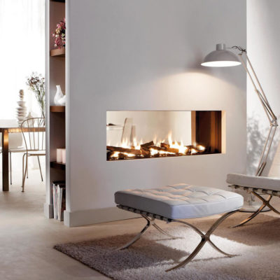 Кресло и камин