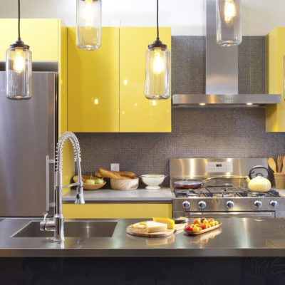 Желтый с серым дизайн кухни