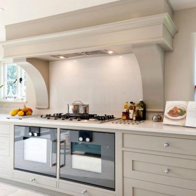 Красиво оборудованая вытяжка на кухне