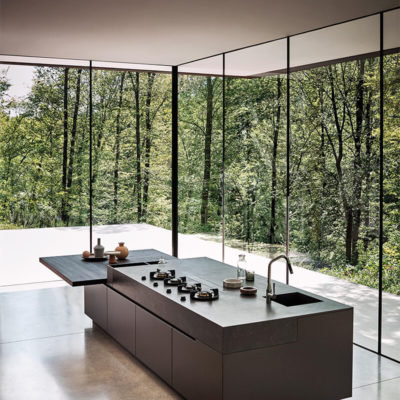 Кухня с панорамными стеклами