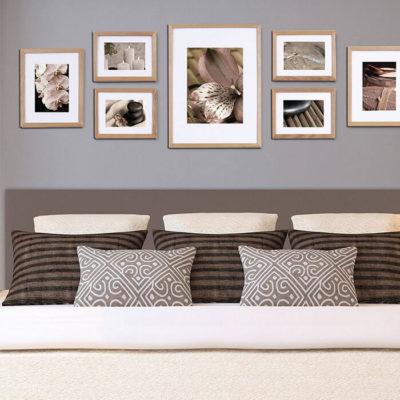 Семейные фото в спальне