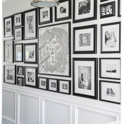 Фотогалерея в коридоре дома