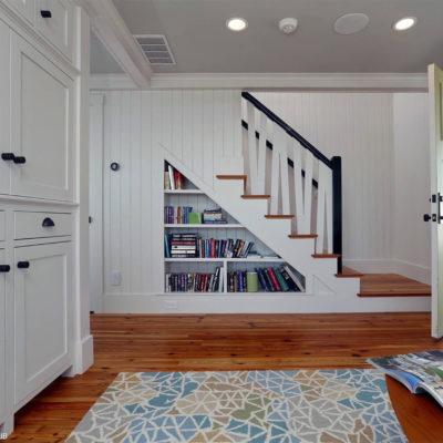 Пространство под лестницей: идеи использования с выгодой - фото 2