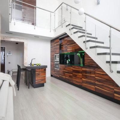 Пространство под лестницей: идеи использования с выгодой - фото 3