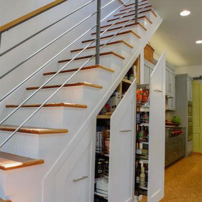 Пространство под лестницей: идеи использования с выгодой - фото 7