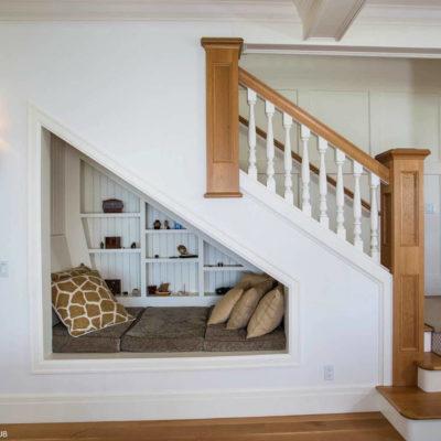 Пространство под лестницей: идеи использования с выгодой - фото 11
