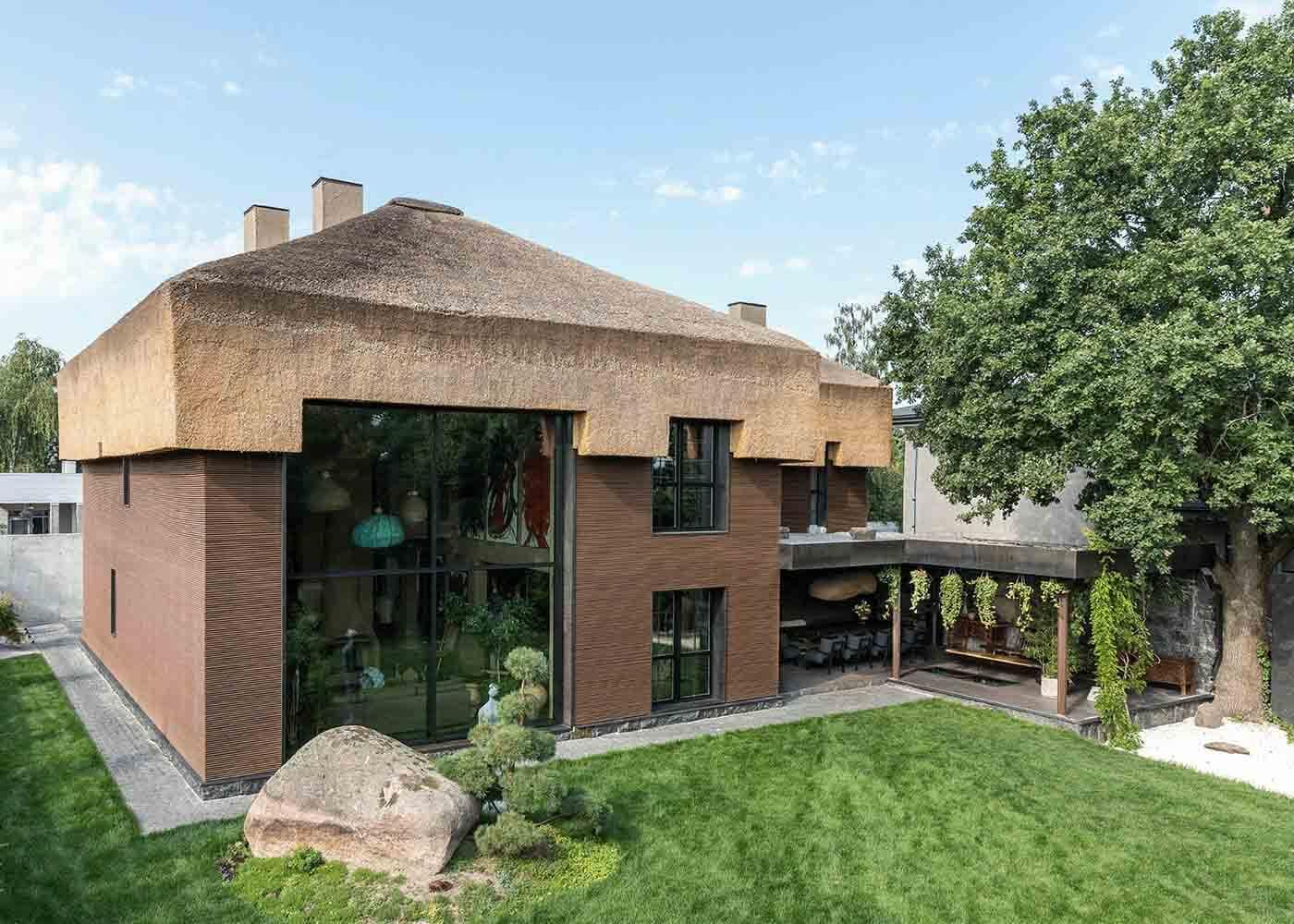 "shkrub house by mahno 00 - Архитектура дома и дизайн интерьера в стиле ваби-саби ""Shkrub house"" by Sergey Makhno Architects"