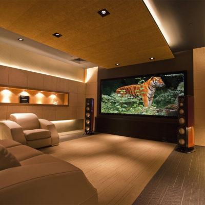 Огромный ТВ в гостиной