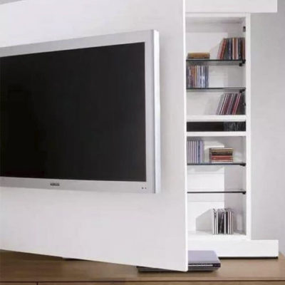 Открывающаяся дверь с ТВ