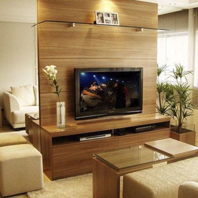 ТВ в центре комнаты
